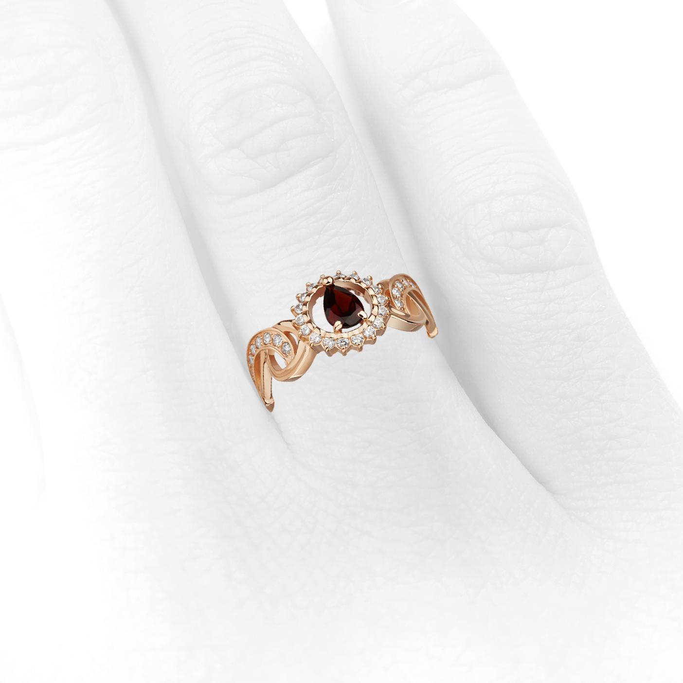 Золотое кольцо с гранатом «Affection»