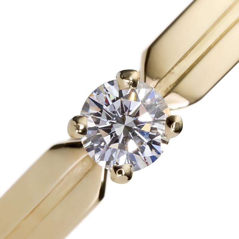 Золотое кольцо с бриллиантом «Твоя навеки»