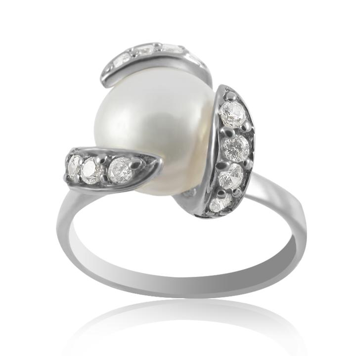 Перстень с крупным жемчугом и фианитами «Шум прибоя»