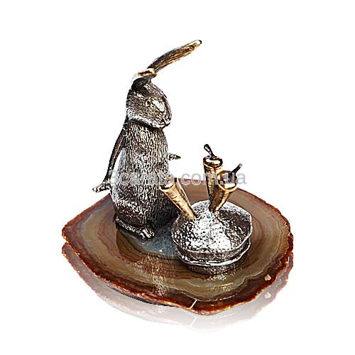 Срібна статуетка з позолотою «Заєць з морквою»