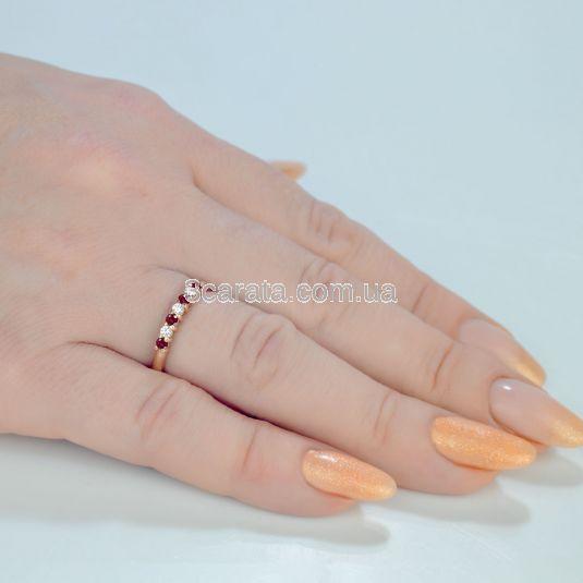 Каблучка жіноча з доріжкою з рубінів та діамантів «Мрія»
