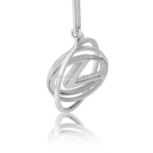 Срібний брелок з логотипом машини «Лексус»