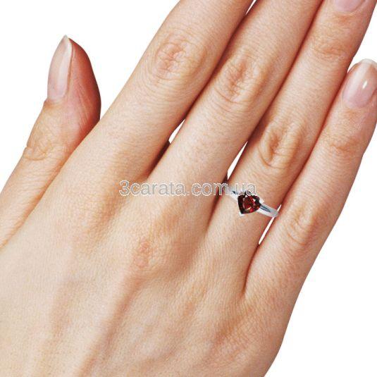 Золоте кольцо-серце з гранатом «Loving heart»