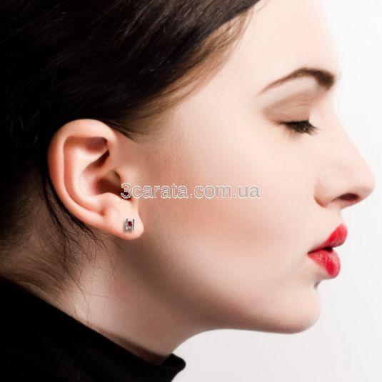 Золоті сережки сердечка з яскравими гранатами «Поцілунок»