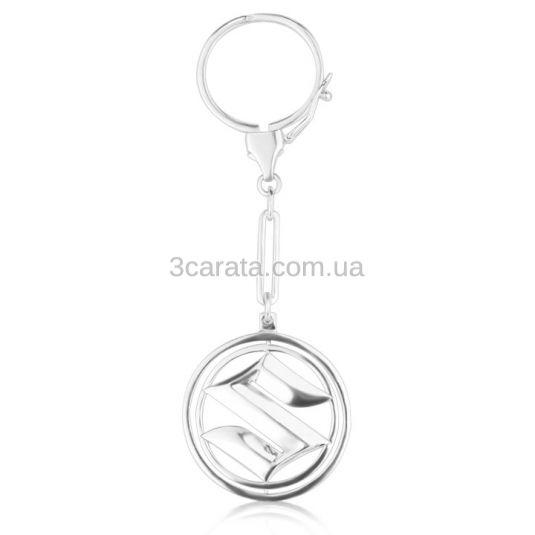 Срібний брелок з логотипом машини «Сузукі»
