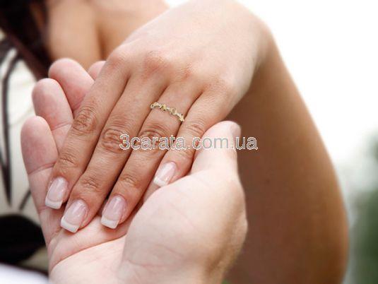 Оригинальное кольцо для помолвки со словом «Love»