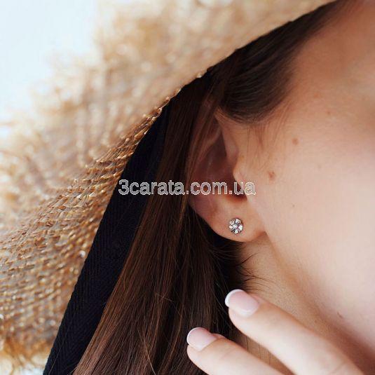 Золотые гвоздики для девочки с бриллиантами «La fleur»