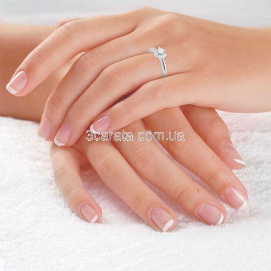 Кольцо помолвочное с бриллиантом «Трилистник»