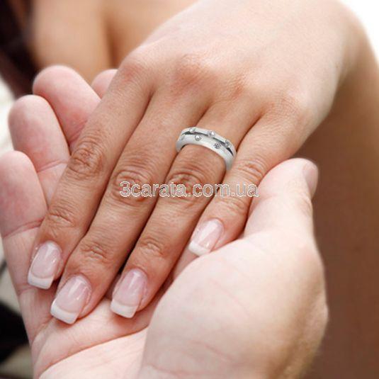 Золотое свадебное кольцо с бриллиантами «Feride»