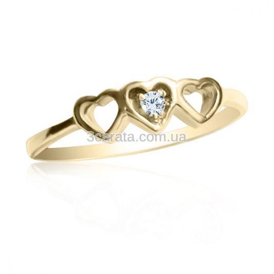 Золотое помолвочное кольцо с цирконием «Три сердечка»
