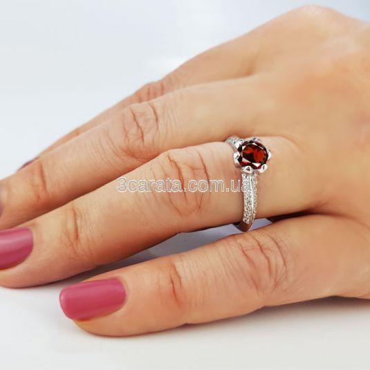 Золотое кольцо с крупным гранатом «Тюльпан»