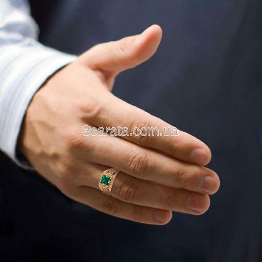 Золотой перстень с гидротермальным изумрудом «Меандр»