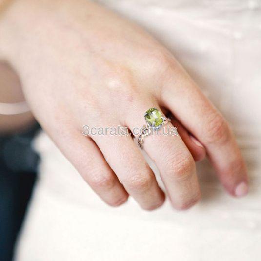Золотое кольцо с хризолитом «Сердечки с хризолитом»