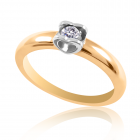 Золота каблучка з сердечками та діамантом «Поцілунок»