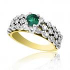 Золотое кольцо с изумрудом и бриллиантами «Созвездие»