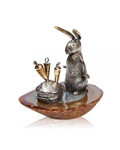 """Серебряная статуэтка с позолотой """"Заяц с морковками"""""""
