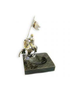 Мармурова попільничка зі срібною статуеткою хрестоносець