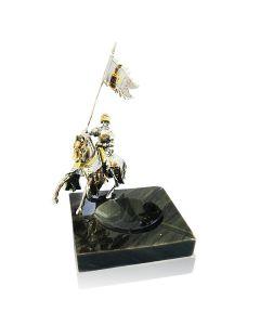 Мраморная пепельница с серебряной статуэткой крестоносец