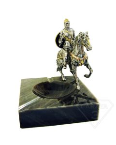 Попільничка зі срібною статуеткою вершник