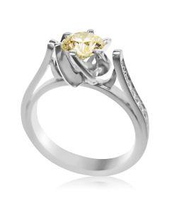 Золотое кольцо на помолвку с желтым бриллиантом «First»