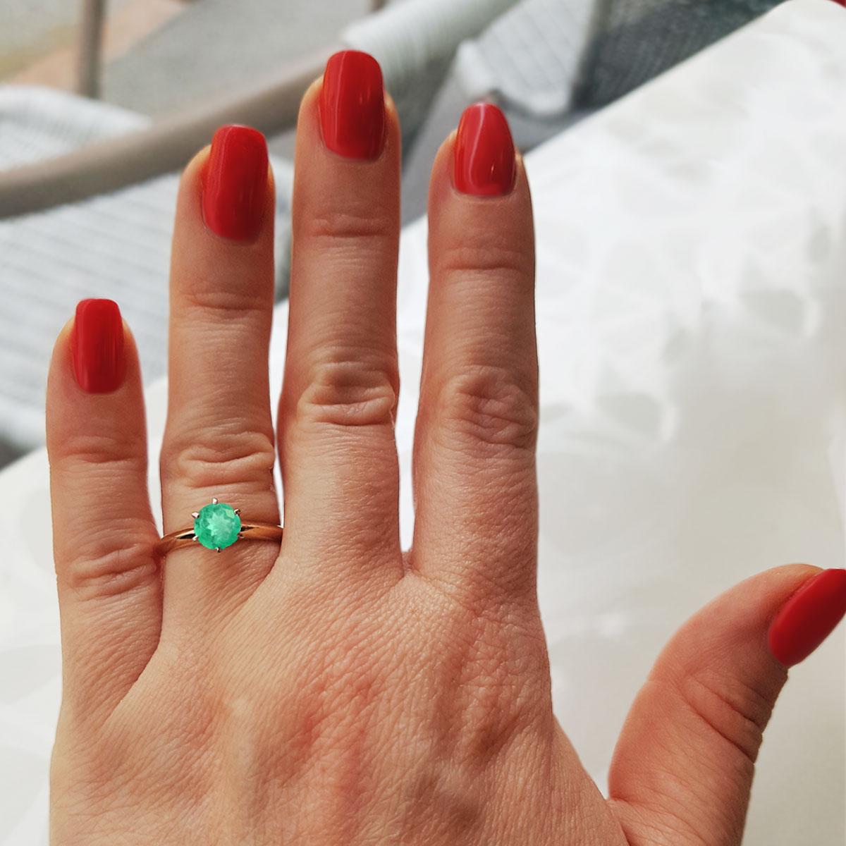 Золотое кольцо с крупным изумрудом «Век любви бесконечен»
