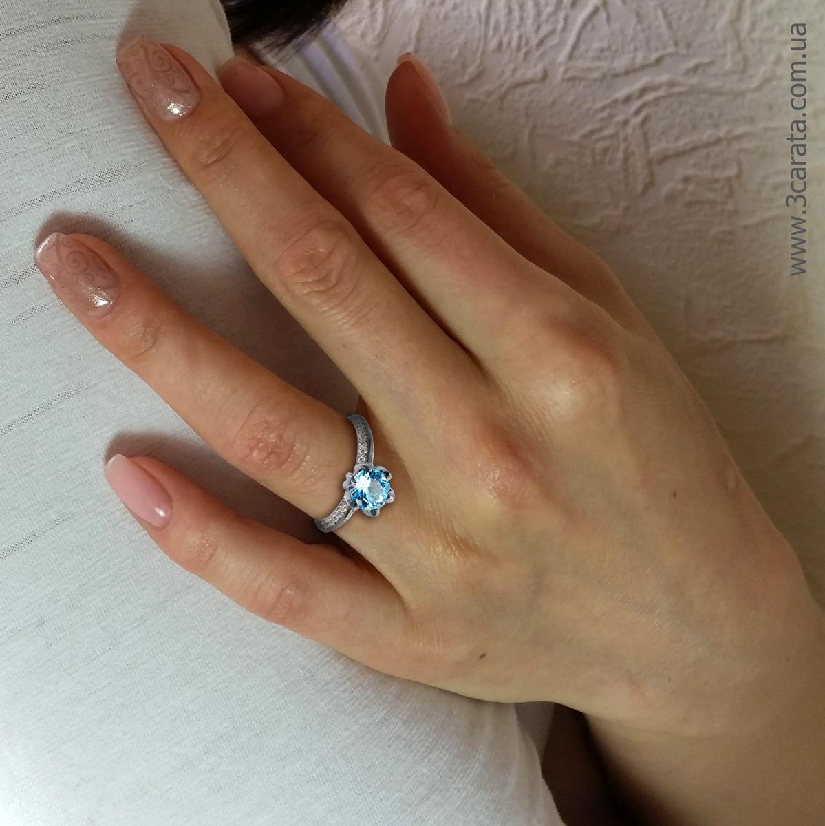 Золотое кольцо с крупным топазом «Тюльпан»