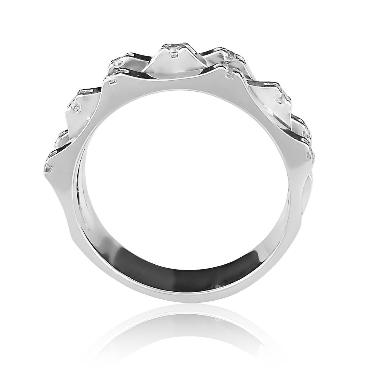 Кольцо с необычным дизайном с фианитами