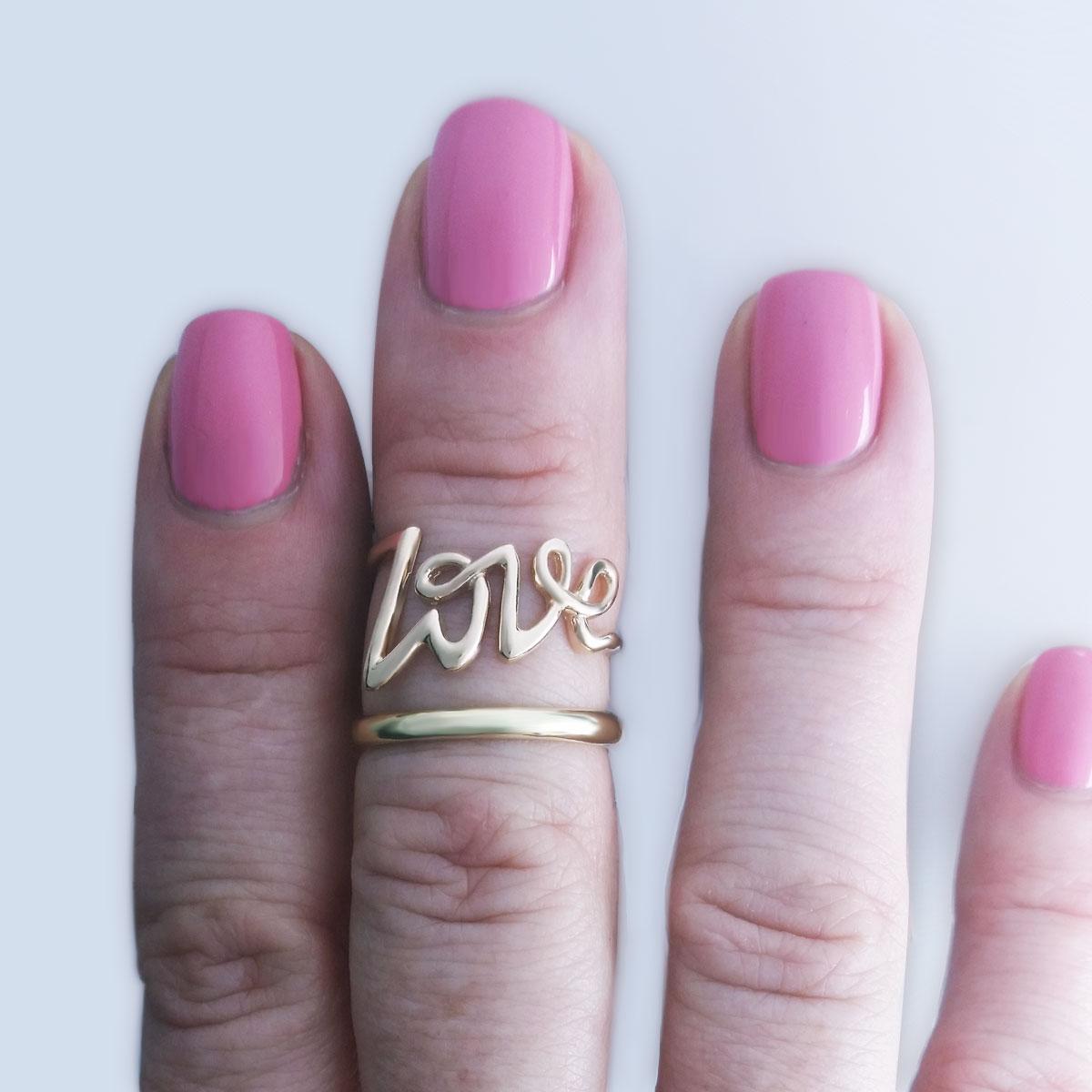 Золотое кольцо «Love» без камней