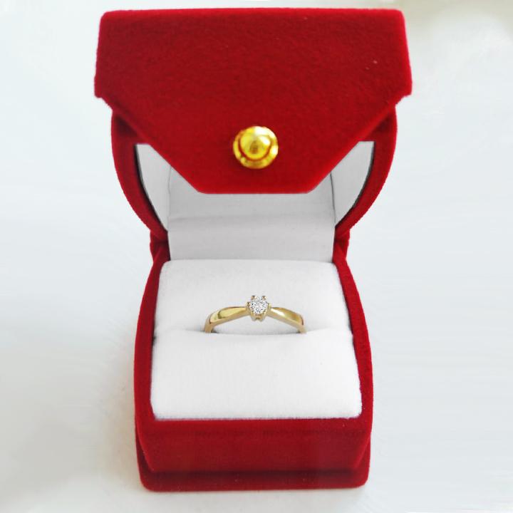 Золотое кольцо на помолвку с бриллиантом 0,1 Ct «Jul»