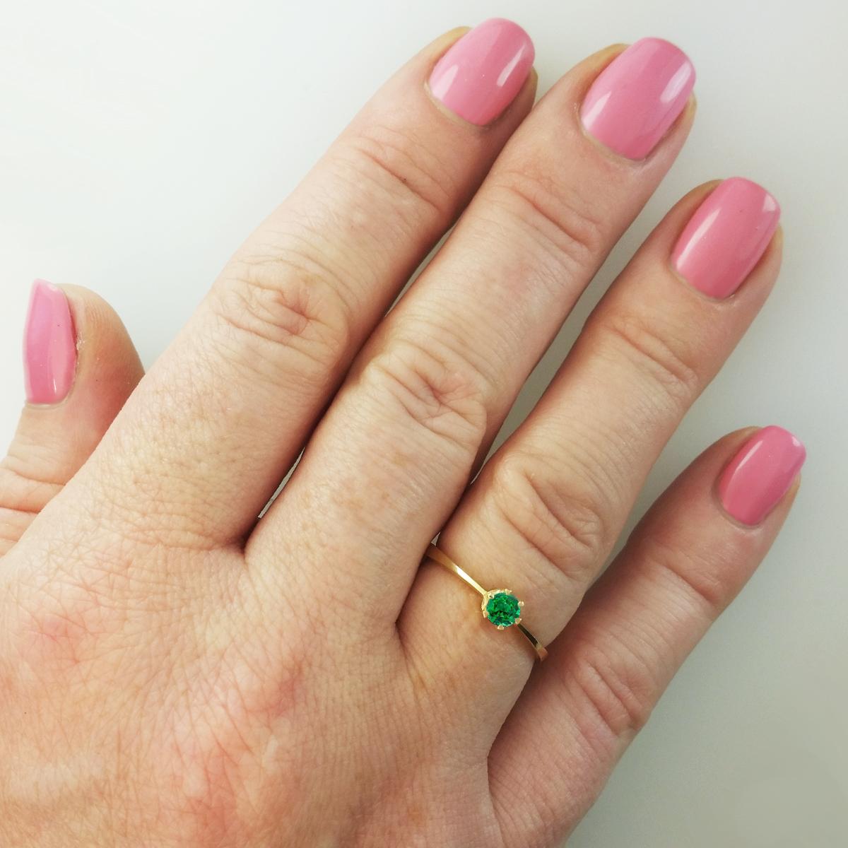 Золотое кольцо с изумрудом «Con amore»