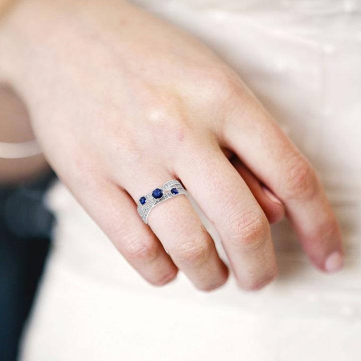 Золотое кольцо c сапфирами «Бьюти трио»