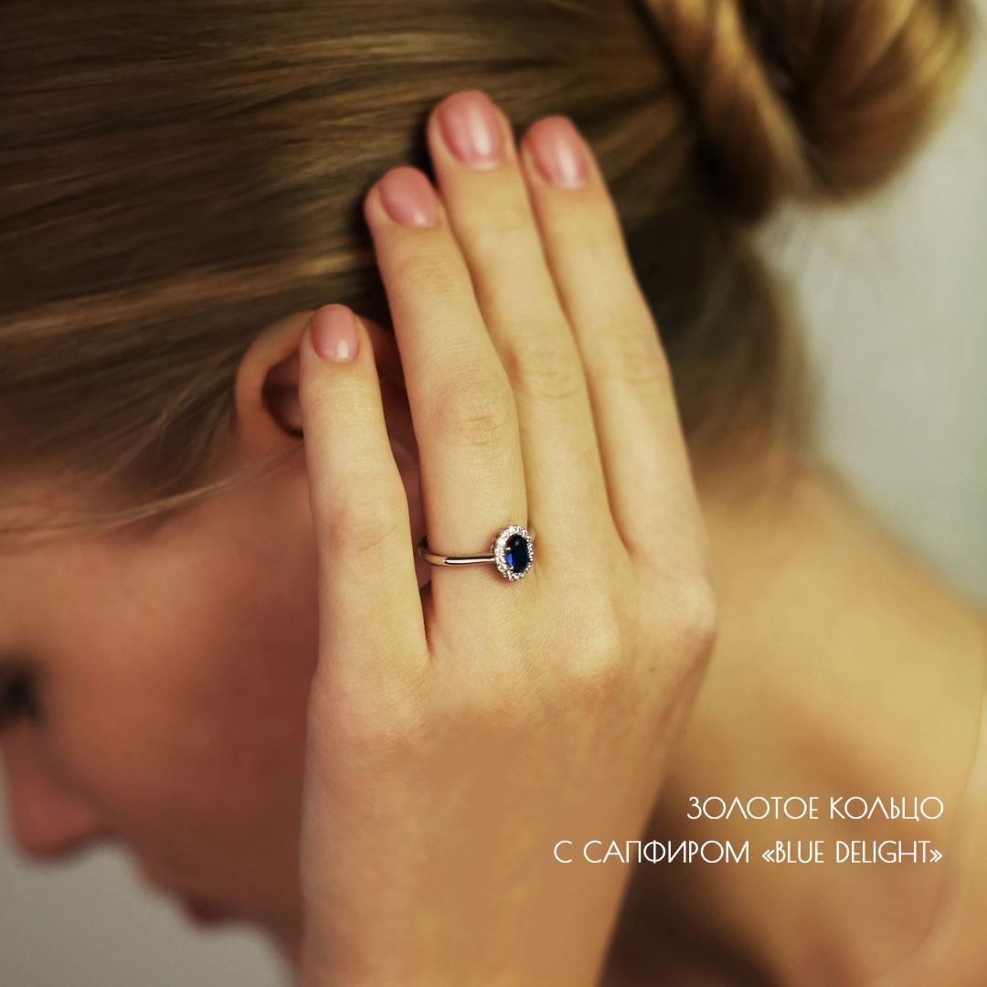 Женское кольцо с овальным камнем