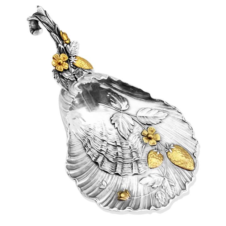 Серебряная лопатка для варенья 'Клубничка' с позолотой