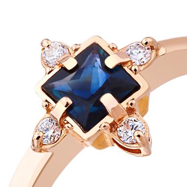 Золотое кольцо с сапфиром 'Selena'