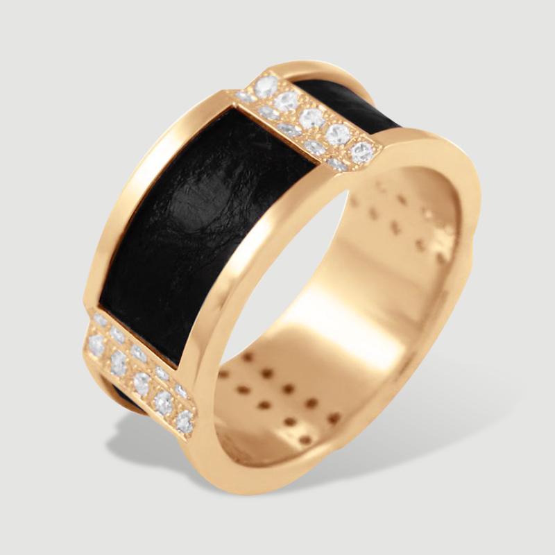 Золотий перстень з діамантами та шкірою