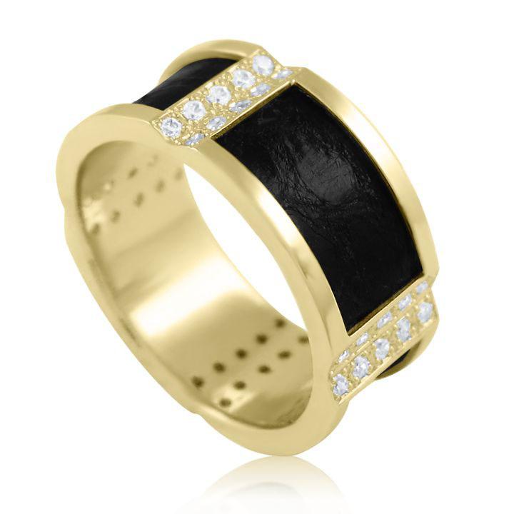 Золотой перстень бриллианты кожа
